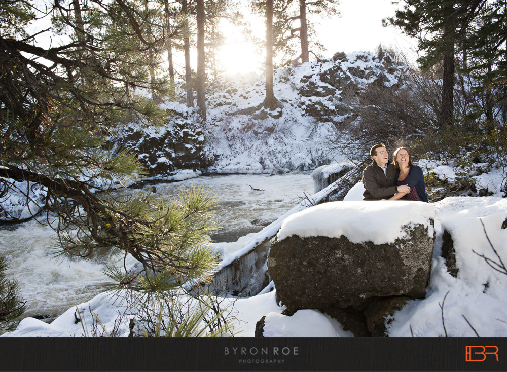 DiannaJohn-Engagement-Photography-DillonFalls-Bend-Or-ByronRoePhotography-10