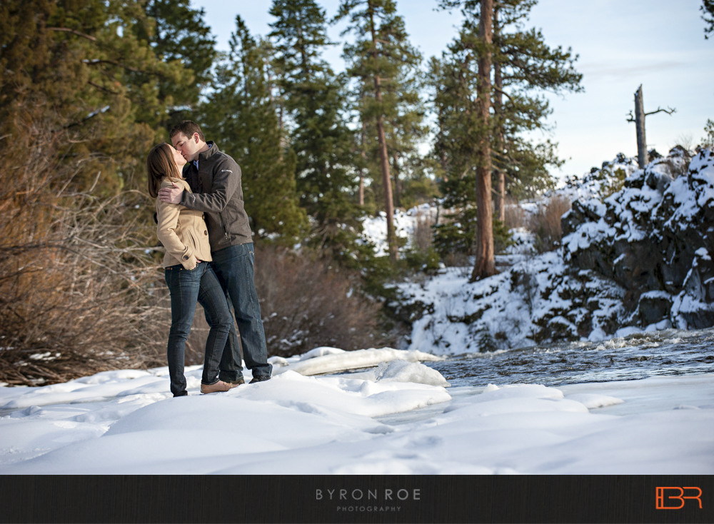 DiannaJohn-Engagement-Photography-DillonFalls-Bend-Or-ByronRoePhotography-6