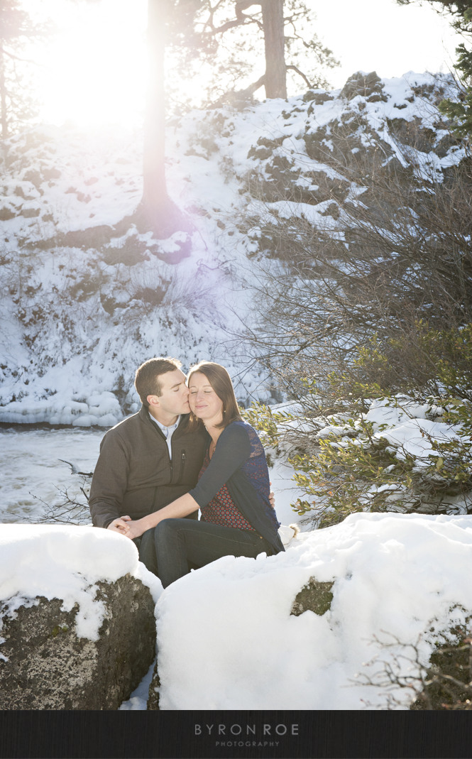DiannaJohn-Engagement-Photography-DillonFalls-Bend-Or-ByronRoePhotography-9